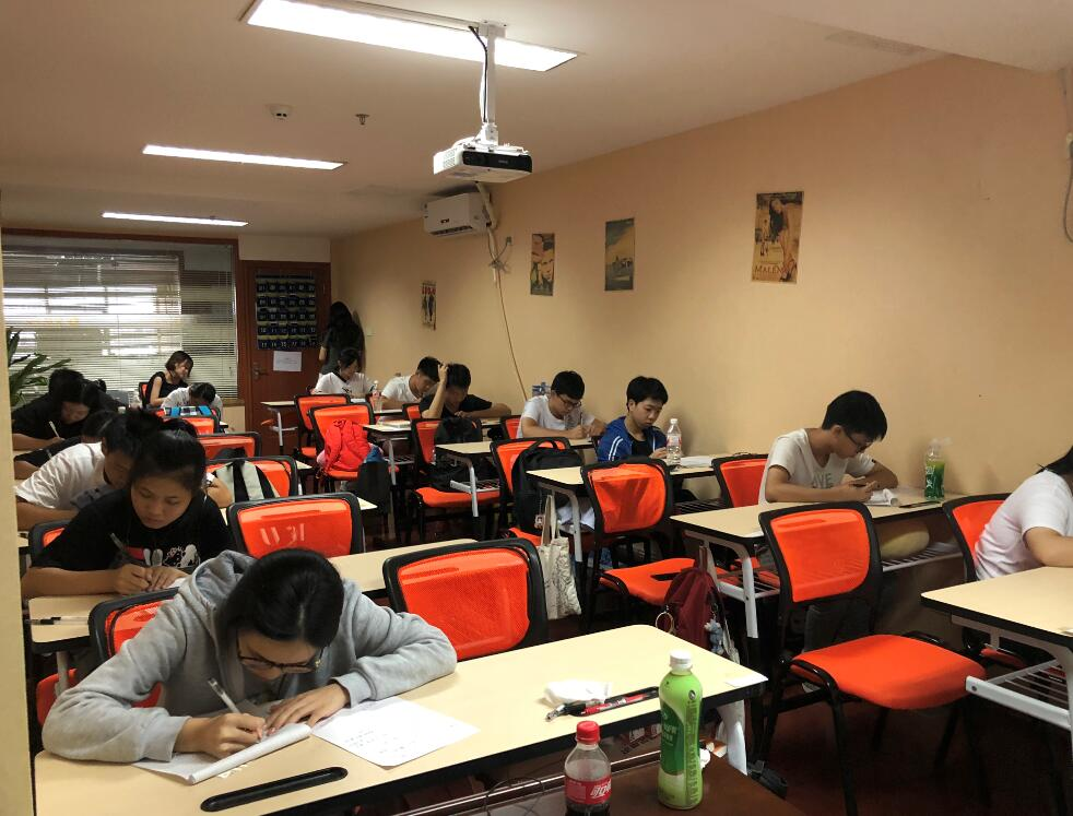 广西广播电视编导翼视传媒第一次模拟考试