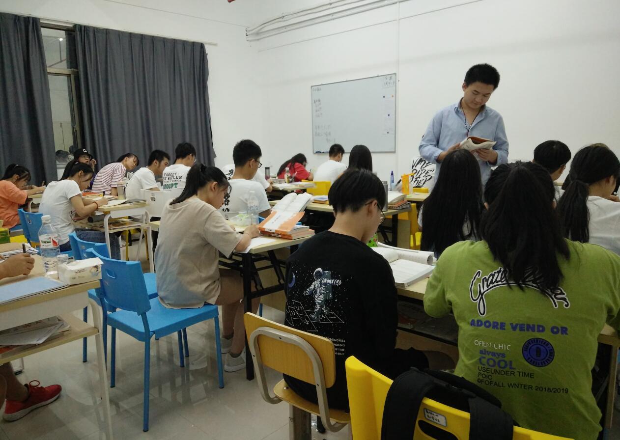 南宁广播电视编导翼视北湖校区课堂